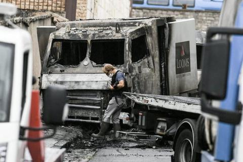 Cướp tấn công xe bọc thép chở tiền, cuỗm 15 triệu USD
