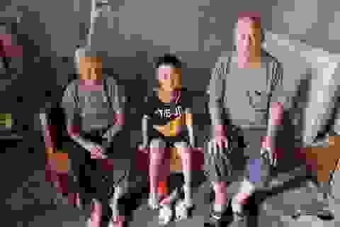 Thương cậu bé 6 tuổi chơ vơ sau ngày bố qua đời, mẹ bỏ đi biệt tích