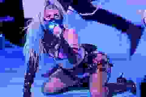 """""""Chóng mặt"""" với tốc độ thay trang phục của Lady Gaga"""