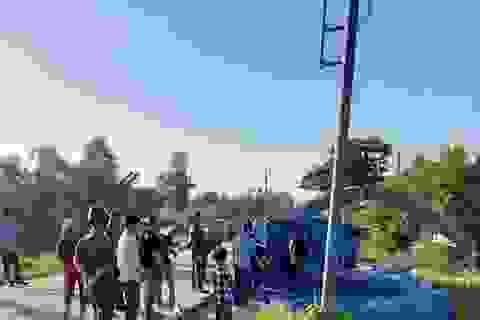 Gần 20 giờ tìm kiếm nam sinh viên rơi xuống sông khi câu cá