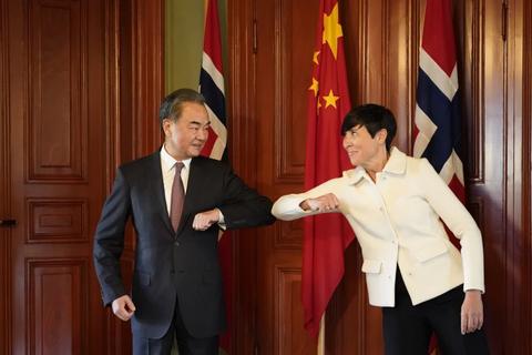 """Chiến lược """"tấn công quyến rũ"""" của Trung Quốc trên bàn cờ thế giới sau dịch"""