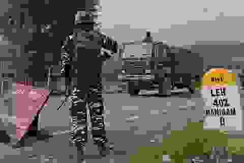 Căng thẳng biên giới Ấn Độ-Trung Quốc: Xe tăng hai bên sẵn sàng khai hỏa