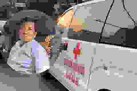 """Ông Đoàn Ngọc Hải cùng """"xe chở miễn phí bệnh nhân nghèo"""" ra tới Hà Nội"""