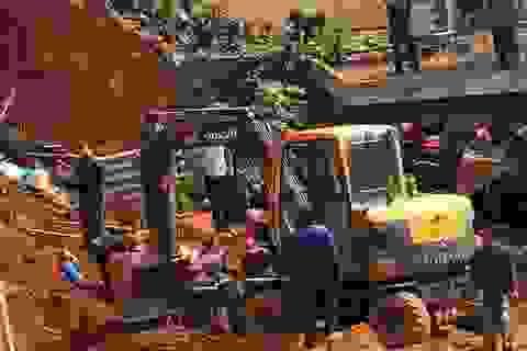 Vụ lở đất tại công trình: Thêm 1 nạn nhân tử vong, nhiều hộ dân phải di dời