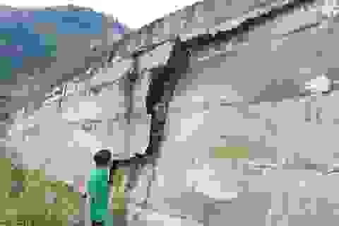 Kinh hãi đoạn đường hơn 500 tỷ đồng tiềm ẩn nguy hiểm trước mùa mưa bão