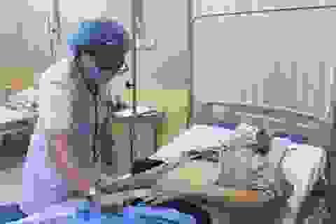 Hà Nội: Ngại khám bệnh mùa Covid-19, cụ ông phải vào viện cấp cứu