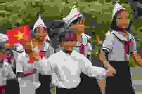 Gia Lai: Học sinh đeo khẩu trang và ngồi giãn cách trong lễ khai giảng