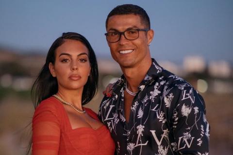 C.Ronaldo khoe khoảnh khắc hẹn hò lãng mạn với bạn gái xinh đẹp