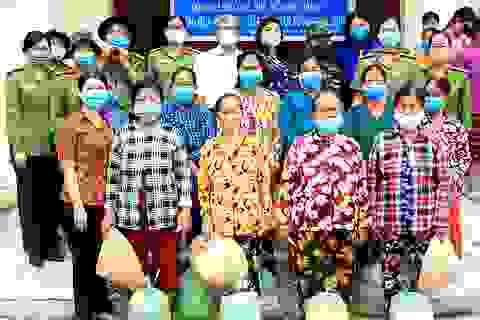Tặng 230 phần quà cho hội viên phụ nữ bị ảnh hưởng dịch Covid-19