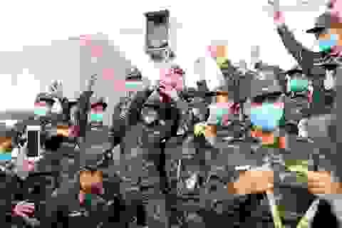 Đội tuyển Xe tăng Việt Nam nhận Huy chương vàng và Cúp vô địch tại Army Games