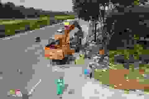 Dọn gần 200 tấn rác thải dọc đại lộ Thăng Long sau phản ánh của báo Dân trí