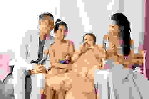 Hồ Hoài Anh buộc tóc lạ, tung ảnh chụp cùng mẹ con Lưu Hương Giang