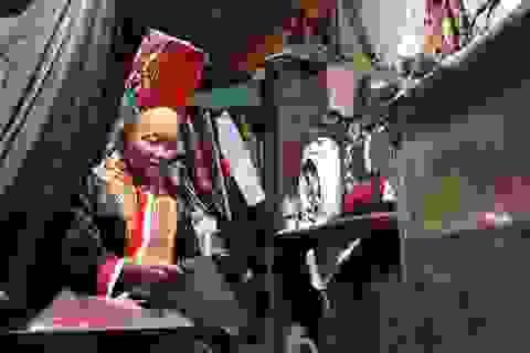 Mẹ 68 tuổi đi học xóa mù chữ cùng hai con gái