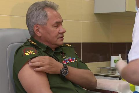 Bộ trưởng Quốc phòng Nga tiêm vắc xin ngừa Covid-19
