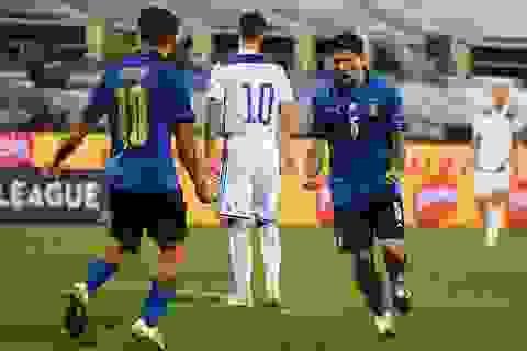 Hà Lan thắng nghẹt thở, Italia đứt mạch toàn thắng