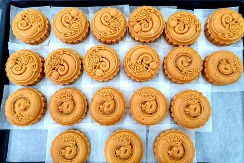 Kinh doanh bánh Trung thu handmade: Giới trẻ bội thu từ nghề tay trái