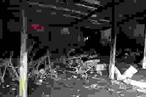 """Cuộc giải cứu """"nghẹt thở"""" một gia đình trong căn nhà rực lửa"""