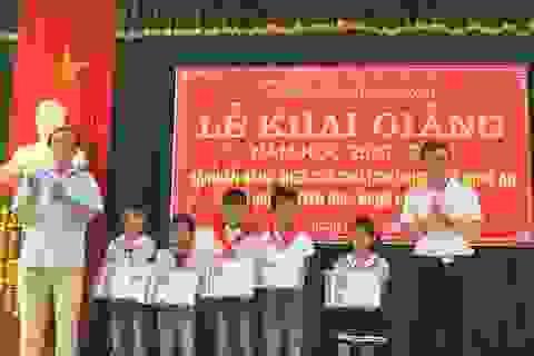 """Nghệ An: Trao học bổng """"Nâng bước ước mơ"""" đến học sinh nghèo"""