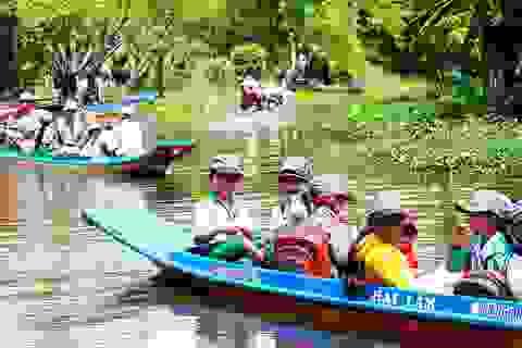 Đặc trưng miền sông nước: Nhiều học sinh Cà Mau đi vỏ lãi dự khai giảng