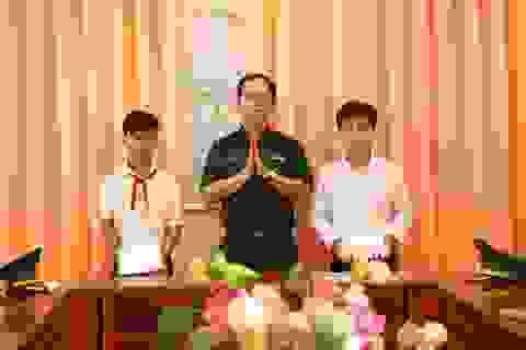 Bộ đội Biên phòng trao 42 suất học bổng cho học sinh nghèo biên giới