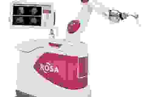 Đồng xu trên mắt robot
