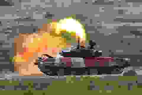 """Xe tăng Nga """"khạc lửa"""" hạ mục tiêu, phóng như bay tới ngôi số 1"""