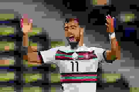 """Không ghi bàn trên sân cỏ, Bruno Fernandes vẫn có """"pha lập công"""" để đời"""