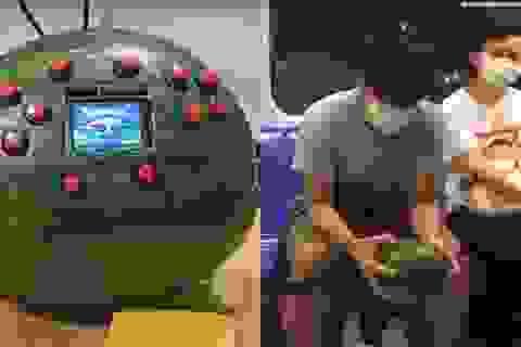Tài tình chàng sinh viên lấy dưa hấu làm... máy chơi game