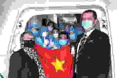 """Thêm gần 300 người Việt từ """"điểm nóng"""" Covid Úc về nước"""