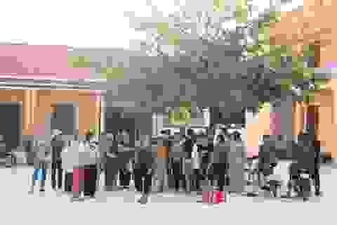 Hơn 60 học sinh vẫn chưa đi học sau khi trường chuyển địa điểm mới