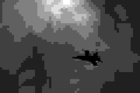Video máy bay chiến đấu của Mỹ tiếp liệu giữa giông bão