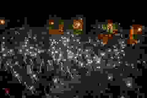 100 ngày biểu tình sắc tộc bùng phát, cảnh sát Mỹ hứng bom xăng