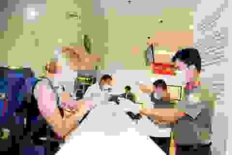 Chuyên gia nước ngoài tới Việt Nam làm việc dưới 14 ngày không phải cách ly