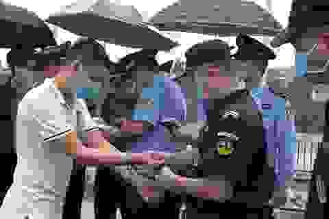 Trao trả Trung Quốc 15 người nhập cảnh trái phép vào Việt Nam