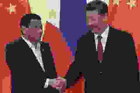 Tổng thống Philippines vẫn loay hoay chứng minh lợi ích khi thân Trung Quốc