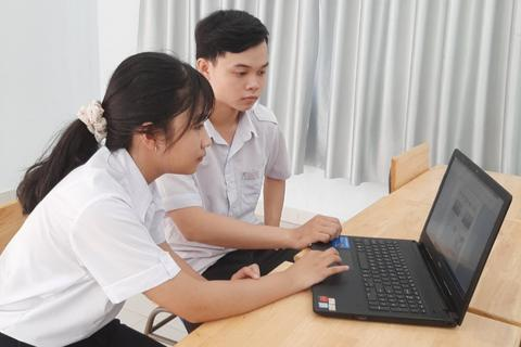 Học sinh Tây Ninh dành 1 năm sáng tạo hệ thống nhận diện vứt rác bừa bãi