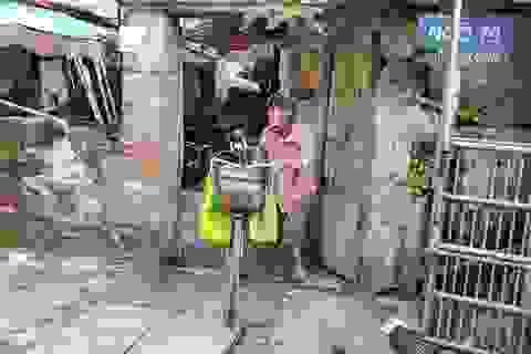 Ông lão khuyết tật 65 tuổi làm nghề nhặt ve chai nuôi gia đình