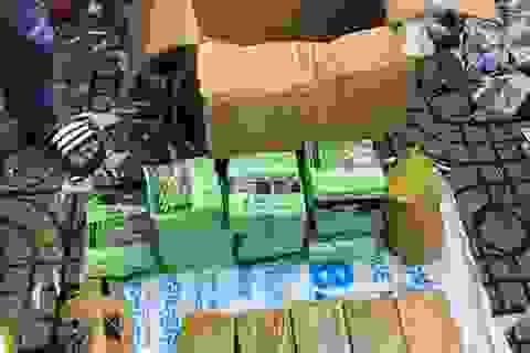 Phá đường dây ngụy trang ma túy trong thùng trái cây từ Campuchia về TPHCM