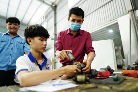 Điểm chuẩn năng lực ngành công nghệ kỹ thuật ô tô một trường CĐ lên đến 700