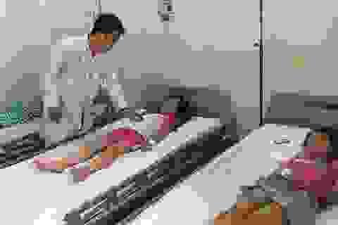 Hà Nội: Điều tra bữa ăn tại trường sau khi 25 học sinh đau bụng, buồn nôn