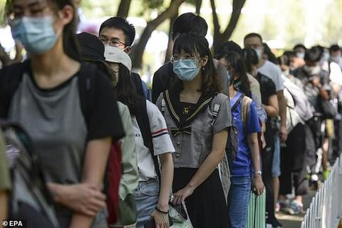 Đại học Trung Quốc gây tranh cãi bởi khuyến cáo nữ sinh không mặc hở hang