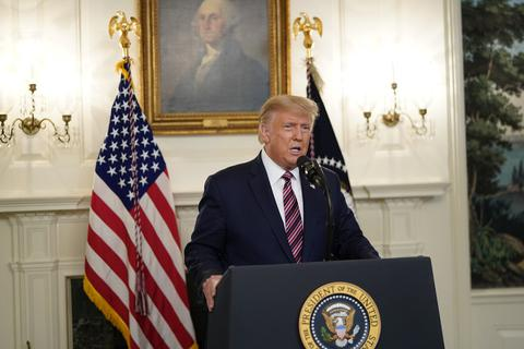 Sách mới chỉ trích ông Trump che giấu đại dịch Covid-19