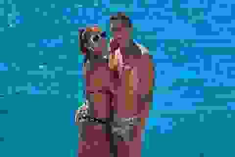 """Vợ chồng Thiago Silva ăn mừng """"hạ cánh"""" tới Chelsea sau kỳ nghỉ hạng sang"""