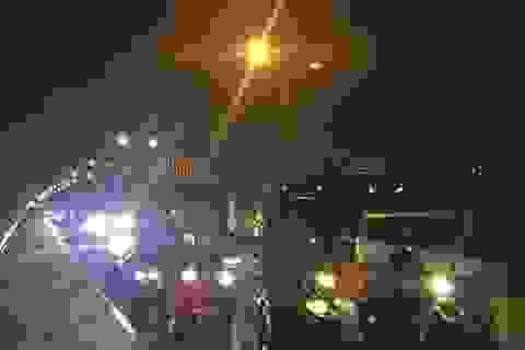 """Cầu Phú Mỹ """"tê liệt"""" gần 4 giờ vì tai nạn liên hoàn"""