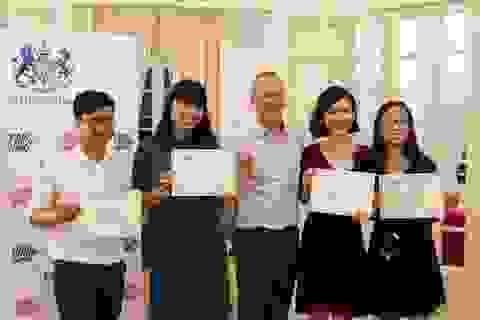 Đại sứ Anh Gareth Ward gặp gỡ 20 học giả Việt giành học bổng Chevening