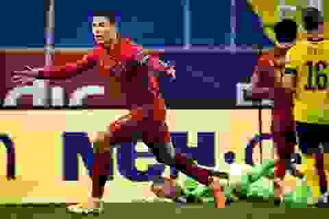 """""""Người không tuổi"""" C.Ronaldo phá hàng loạt kỷ lục ở tuổi 35"""