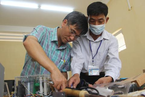 Phú Yên: Thầy giáo trường nghề sáng chế máy trợ thở
