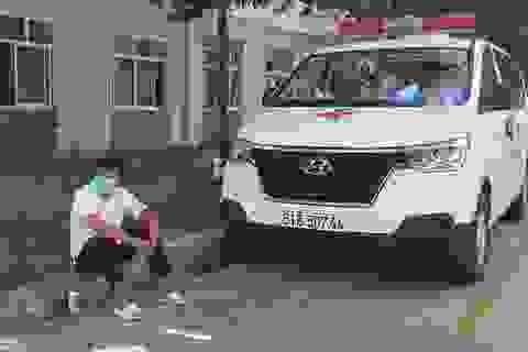 Ông Đoàn Ngọc Hải và xe cứu thương miễn phí chở bệnh nhân nghèo đến Đà Nẵng