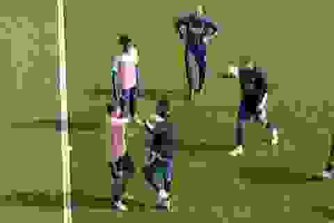 Hai ngôi sao của Arsenal tẩn nhau ngay trước trận gặp Fulham