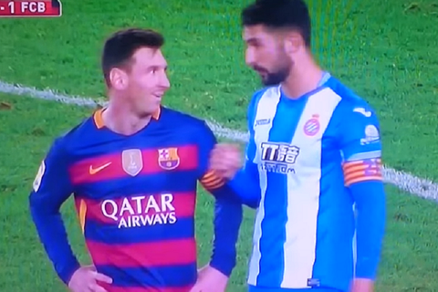 """Cầu thủ gây gổ với Neymar từng """"cà khịa"""" Messi nhưng... cứng họng"""